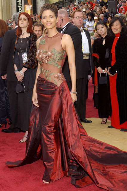 Actress Halle Berry arrives at the 74th Annual Academy Awards March 24, 2002 at The Kodak Theater in Hollywood, CA. (Photo by Vince Bucci/Getty Images)