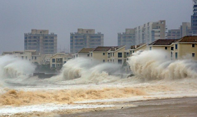 Waves brought by Typhoon Dujuan slam the coastline in Quanzhou, Fujian province, September 29, 2015. China ordered tens of thousands of boats back to shore and closed tourist attractions as a typhoon made landfall in the eastern province of Fujian early on Tuesday after leaving two dead and hundreds injured in Taiwan. Picture taken September 29, 2015. (Photo by Reuters/Stringer)