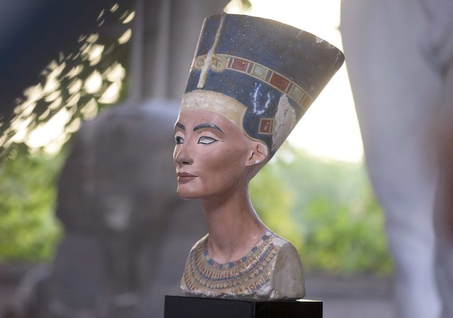 A replica of the bust of Nefertiti stands in the Replica Workshop of the National Museum of Berlin in Berlin, October 2, 2015. (Photo by Axel Schmidt/Reuters)