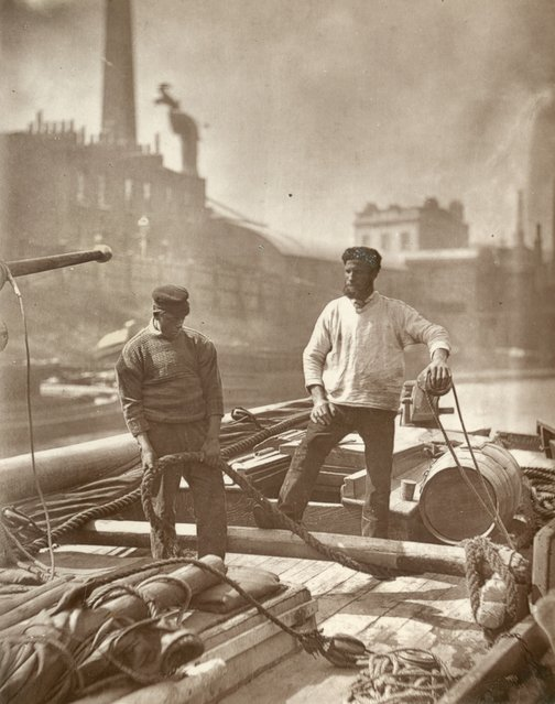 Canal Workers. (Photo by John Thomson/LSE Digital Library)