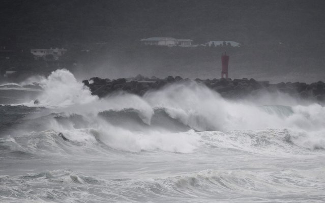 Waves crash on the coast as Typhoon Haishen approaches in Makurazaki, Kagoshima prefecture on September 6, 2020. Typhoon Haishen headed toward southern Japan on September 6, with officials warning of record rainfall and winds strong enough to snap power poles and flip vehicles. (Photo by Charly Triballeau/AFP Photo)