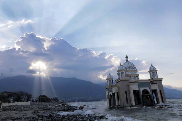 A damaged mosque near the Talise beach in Palu city, Central Sulawesi, Indonesia, 02 October 2018. According to reports, at least 1,234 people have died after a series of powerful earthquakes hitting Central Sulawesi on 28 September 2018 and triggering a tsunami. (Photo by Hotli Simanjuntak/EPA/EFE)