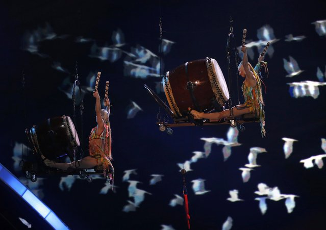 """Aerial performers bang drums as Pablo Lopez  (not pictured) sings """"Tu Enemigo"""" at the 17th Annual Latin Grammy Awards in Las Vegas, Nevada, U.S., November 17, 2016. (Photo by Mario Anzuoni/Reuters)"""