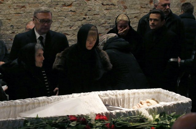 Mourners, including Dina Eidman (L, front), mother of Russian leading opposition figure Boris Nemtsov, and Mikhail Kasyanov (L, 2nd row), an opposition leader and Russian former Prime Minister, attend a memorial service before the funeral of Nemtsov in Moscow, March 3, 2015. Several hundred Russians, many carrying red carnations, queued on Tuesday to pay their respects to Nemtsov, the Kremlin critic whose murder last week showed the hazards of speaking out against Russian President Vladimir Putin.REUTERS/Maxim Zmeyev
