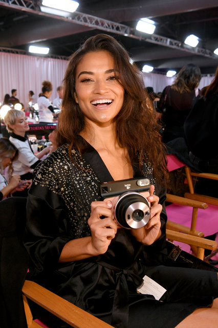 Shanina Shaik poses with a Fujifilm Instax camera backstage during 2018 Victoria's Secret Fashion Show in New York at Pier 94 on November 8, 2018 in New York City. (Photo by Dia Dipasupil/Getty Images for Victoria's Secret)