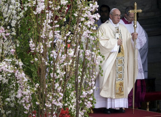 Pope Francis leads the Easter mass in St. Peter's square at the Vatican April 5, 2015. (Photo by Max Rossi/Reuters)
