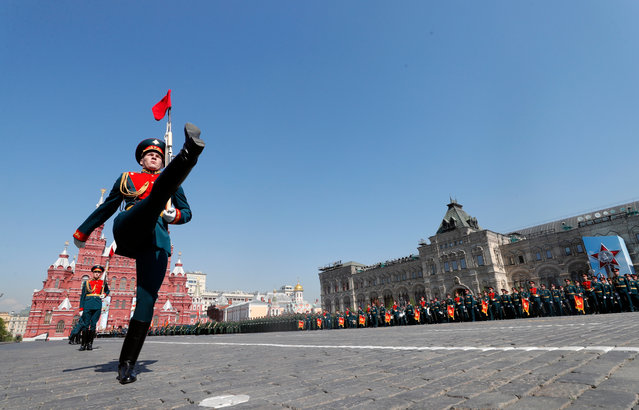 Russian line soldier steps on Red square prior a traditional Victory Day parade during it's final rehearsal on Red square in Moscow, Russia, 07 May 2019. Russia marks 09 May 74-th anniversary of the victory in the World War II over Nazi Germany and it's allies.This holiday is the most beloved in the country. The Soviet Union lost 27 million people in the war. (Photo by Yuri Kochetkov/EPA/EFE)