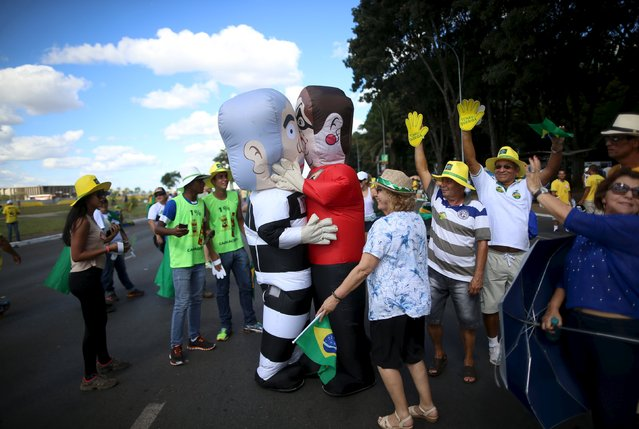 "People joke with two inflatable dolls known as ""Pixuleco"" of Brazil's former president Luiz Inacio Lula da Silva and Brazil's President Dilma Rousseff as the Lower House of Congress voted on Rousseff's impeachment, in Brasilia, Brazil April 17, 2016. (Photo by Adriano Machado/Reuters)"
