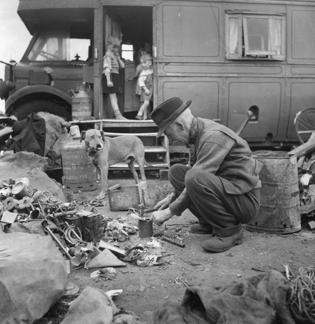 An old Romany turns his hand to the traditional Romany trade of tinkering (scrap metal dealing), at the Corke's Meadow encampment in Kent, 25th July 1951. (Photo by Bert Hardy/Picture Post/Getty Images)