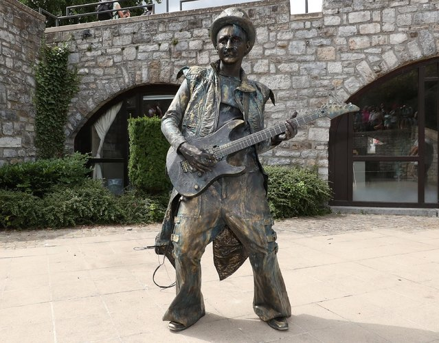 """An artist called """"The Guitarist"""" takes part in the festival """"Statues en Marche"""" in Marche-en-Famenne, Belgium, July 20, 2019. (Photo by Yves Herman/Reuters)"""