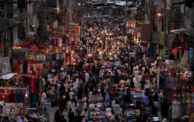An overview of Bara market as people shop for supplies ahead of Ramadan in Rawalpindi, Pakistan, June 1, 2016. (Photo by Faisal Mahmood/Reuters)