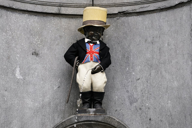 A picture taken on January 30, 2020 shows the Belgium landmark Manneken-Pis statue wearing a Union Jack flag waiscoast and a top hat to mark the departure of the United Kingdom from the European Union, in Brussels. Britain is set to leave the European Union at 2300 GMT on January 31, 2020, 43 months after Britons voted in the June 2016 referendum to leave the EU, ending more than four decades of economic, political and legal integration with its closest neighbours (Photo by Kenzo Tribouillard/AFP Photo)