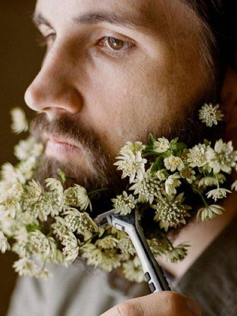 Flower beard. (Photo by haleyscomet28/Tumblr)
