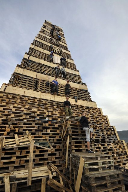 The Biggest Bonfire in the World: Slinningsbålet. Alesund, Norway. (Photo by Trond Folkestad Fredriksen)
