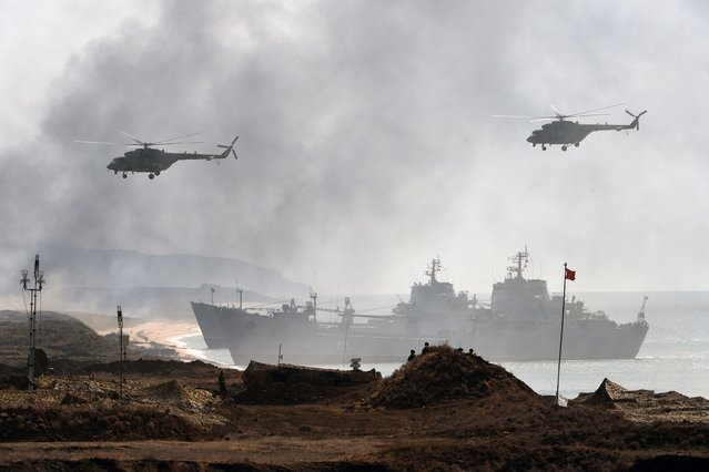 Russia's navy ships and helicopters take part in a military exercise called Kavkaz (the Caucasus) 2016 at the coast of the Black Sea in Crimea on September 9, 2016. (Photo by Vasily Maximov/AFP Photo)
