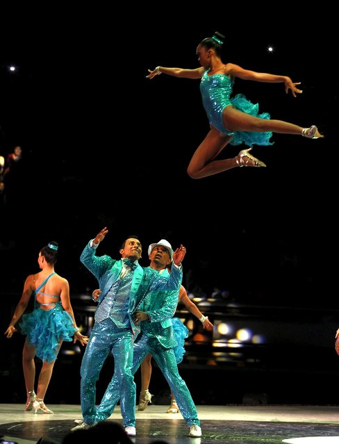 """Members of  """"Juventud Rumbera"""" dance group participate in an exhibition dance during the 10th World Salsa Festival in Cali, Colombia, October 4, 2015. (Photo by Jaime Saldarriaga/Reuters)"""