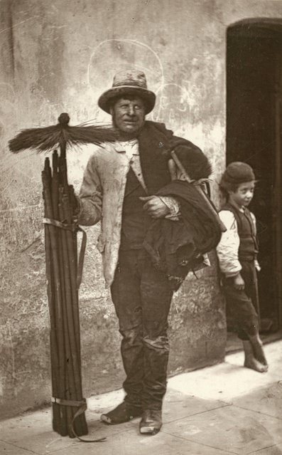 Chimney Sweep. (Photo by John Thomson/LSE Digital Library)