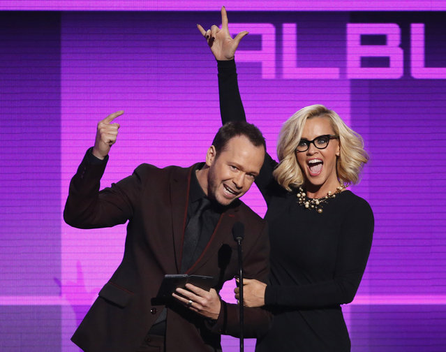 Donnie Wahlberg and Jenny McCarthy present the award for favorite pop/rock album during the 42nd American Music Awards in Los Angeles. (Photo by Mario Anzuoni/Reuters)