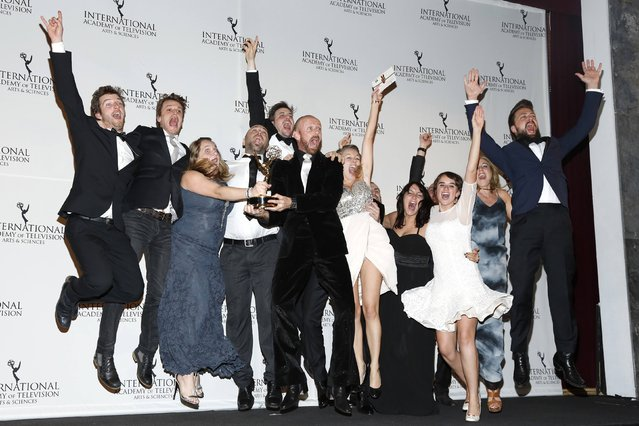 """Comedy Award recipients from the series """"What if? 2"""" celebrate backstage at the 42nd International Emmy Awards in New York November 24, 2014. (Photo by Andrew Kelly/Reuters)"""