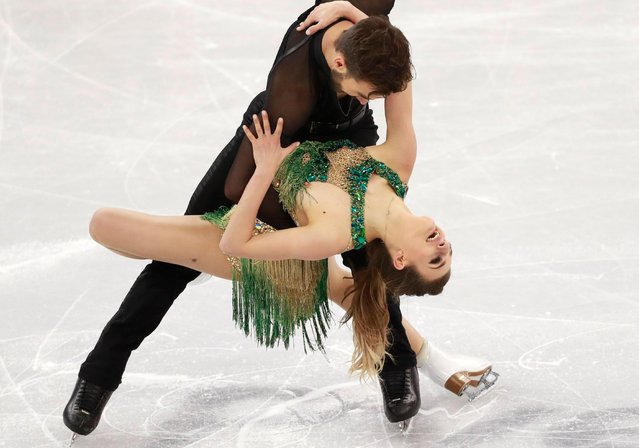 Gabriella Papadakis and Guillaume Cizeron of France compete in the Ice Dance Short Dance of the Figure Skating competition at the Gangneung Ice Arena during the PyeongChang 2018 Olympic Games, South Korea, 19 February 2018. (Photo by How Hwee Young/EPA/EFE)