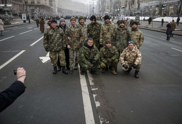 "Servicemen of ""Kiev 12"" military defence battalion pose for pictures before a welcoming ceremony in central Ukrainian capital Kiev December 6, 2014. (Photo by Gleb Garanich/Reuters)"