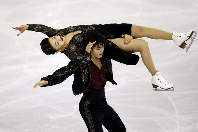 Maia Shibutani and Alex Shibutani of the U.S. perform during the Ice Dance short program at the ISU Grand Prix of Figure Skating final in Barcelona December 12, 2014. (Photo by Albert Gea/Reuters)