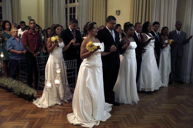 Residents from Santa Marta slum attend a group wedding in Rio de Janeiro December 17, 2014. (Photo by Pilar Olivares/Reuters)