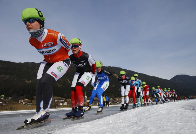 Athletes compete during a mass start event in the Carinthian village of Techendorf January 29, 2015. (Photo by Leonhard Foeger/Reuters)