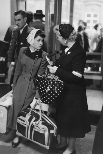 A Catholic voluntary worker (right) meets a young Irish immigrant on her arrival in London, October 1955. (Photo by Thurston Hopkins/Picture Post/Hulton Archive/Getty Images)