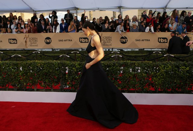 Actress Jessica Pare arrives at the 22nd Screen Actors Guild Awards in Los Angeles, California January 30, 2016. (Photo by Mike Blake/Reuters)
