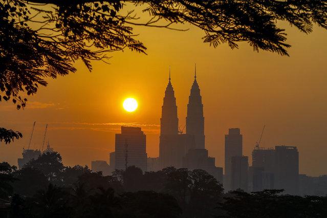 Malaysian landmark the Petronas Twin Tower is pictured during sunrise in Kuala Lumpur, Malaysia, 15 March 2015. (Photo by Azhar Rahim/EPA)