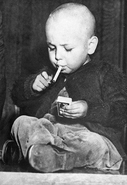 22-months-old boy lights a cigarette in a workmanlike manner. According to some information, he smokes from time to time a cigarette. Los Angeles, around 1920/30. (Photo by Imagno/Getty Images)