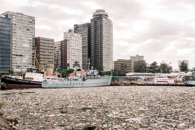 The port of Durban is swamped by tons of debris, mostly plastic and wood, on April 28, 2019. Transnet National Ports Authority (TNPA) has commenced a major clean-up to remove the large volume of waste and vegetation from the port after the recent heavy rains and flooding. Around 70 people have been killed in devastating floods in South Africa, an official said on April 25, 2019 while 1,000 people have been forced from their homes. Heavy rains have lashed the southeast of the country, tearing down homes and ravaging infrastructure in KwaZulu-Natal (KZN) and Eastern Cape provinces. The debris included large logs that posed a threat to the safe navigation of the harbour craft which are used to guide vessels safely in and around the port. Three vessels were unable to berth or sail in the Maydon Wharf precinct. Environmentalist groups, Green Peace and the Bremen-Durban Marine Environmental Education Network also weighed in, urging people to #BreakFreeFromPlastic and to take notice of where and how people dispose of their plastic waste. (Photo by Rajesh Jantilal/AFP Photo)