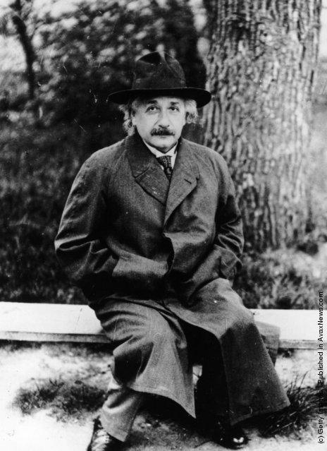 1932: German-Swiss-US mathematical physicist Albert Einstein