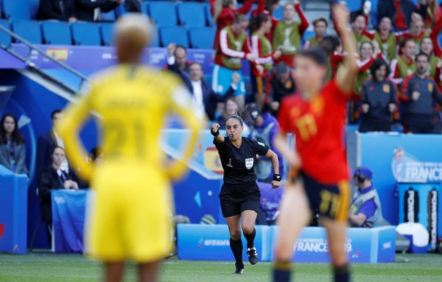 Referee Maria Carvajal awards a penalty to Spain during the 2019 FIFA Women's World Cup France group B match between Spain and South Africa at Stade Oceane on June 08, 2019 in Le Havre, France. (Photo by Phil Noble/Reuters)