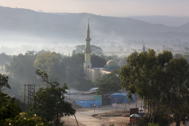 A mosque is seen in the early hours of the morning outside the old walled town of Harar in eastern Ethiopia, May 20, 2015. (Photo by Siegfried Modola/Reuters)