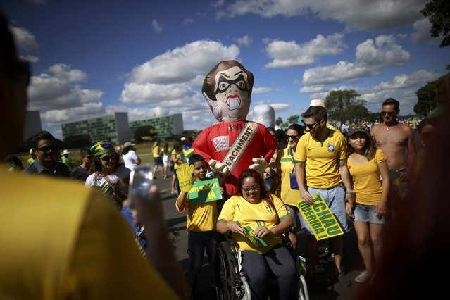 "Brazilians demonstrate for the impeachment of President Dilma Rousseff with an inflatable doll known as ""Pixuleco"" as the Lower House of Congress voted in Brasilia, Brazil April 17, 2016. (Photo by Adriano Machado/Reuters)"