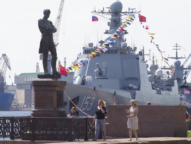 Chinese destroyer Xian is moored at the Neva River embankment in St.Petersburg, Russia, Friday, July 26, 2019, with a sculpture of admiral and explorer Ivan Krusenshtern on the left. The destroyer will take part in Russian Navy Day Parade in Kronshtadt, outside St. Petersburg on Sunday, July 28. (Photo by Dmitri Lovetsky/AP Photo)