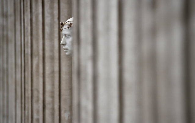 """The """"Ecce Homo"""" statue by artist British Mark Wallinger stands outside St Paul's Cathedral in London, Britain, April 12, 2017. (Photo by Hannah McKay/Reuters)"""