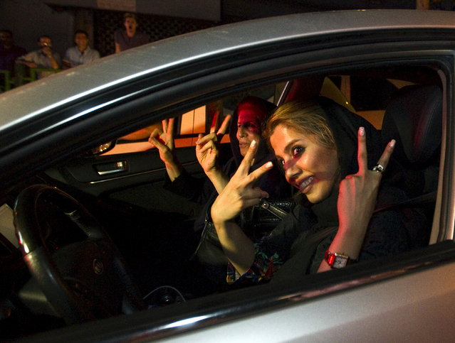 Iranian women gesture as they celebrate in the streets following a nuclear deal with major powers, in Tehran July 14, 2015. (Photo by Reuters/TIMA)
