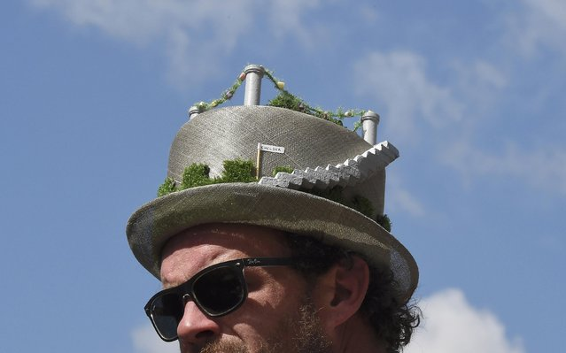 A visitor wears a floral design hat at the Chelsea Flower Show in London, Britain, May 23, 2016. (Photo by Toby Melville/Reuters)