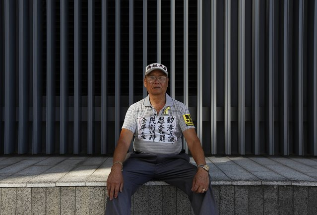 """Chan Kin-hoi, 76, who is retired, poses for a photograph during a rally ahead of an """"Occupy Central"""" civil disobedience protest in Hong Kong September 26, 2014. Chan said, """"I may change nothing, but I have to show my disagreement"""". (Photo by Bobby Yip/Reuters)"""