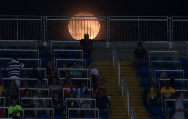 2016 Rio Olympics, Athletics, Preliminary, Women's 4 x 400m Relay Round 1, Olympic Stadium, Rio de Janeiro, Brazil on August 19, 2016. The full moon is seen over the stands at the stadium. (Photo by Kai Pfaffenbach/Reuters)