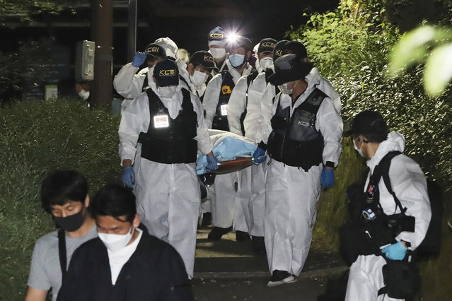 Police officers carry the body of Seoul Mayor Park Won-soon in Seoul, South Korea, Friday, July 10, 2020. The missing mayor of South Korea's capital, reportedly embroiled in sexual harassment allegations, was found dead early Friday, more than half a day after giving his daughter a will-like message and then leaving home, police said. (Photo by Ryu Young-suck/Yonhap via AP Photo)