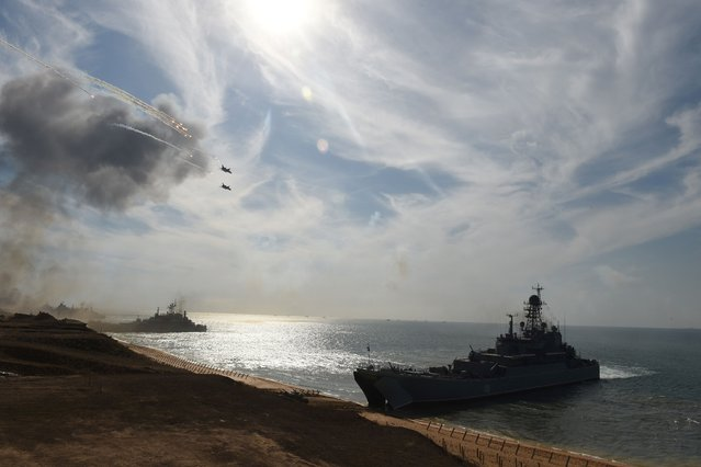 Russia's navy ships and military jets take part in a military exercise called Kavkaz (the Caucasus) 2016 at the coast of the Black Sea in Crimea on September 9, 2016. (Photo by Vasily Maximov/AFP Photo)