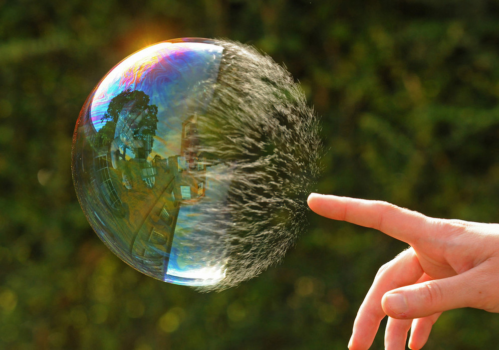 Amazing Photography of a Bubble Bursting