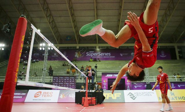 Sepak Takraw, ISTAF Super Series Finals Thailand 2014/2015, Nakhon Pathom Municipal Gymnasium, Huyjorake Maung, Nakonprathom, Thailand on October 21, 2015: Thailand's Thawisak Thongsai in action during the group stage match. (Photo by Asia Sports Ventures/Action Images via Reuters)