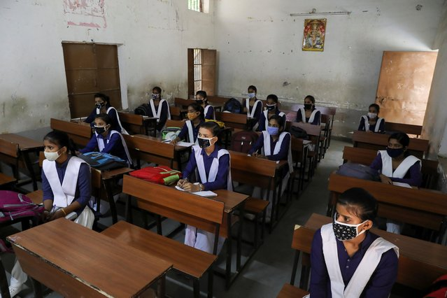 Students wearing protective face masks are seen inside a classroom of a government-run school in Gurugram, India on October 15, 2020. (Photo by Anushree Fadnavis/Reuters)