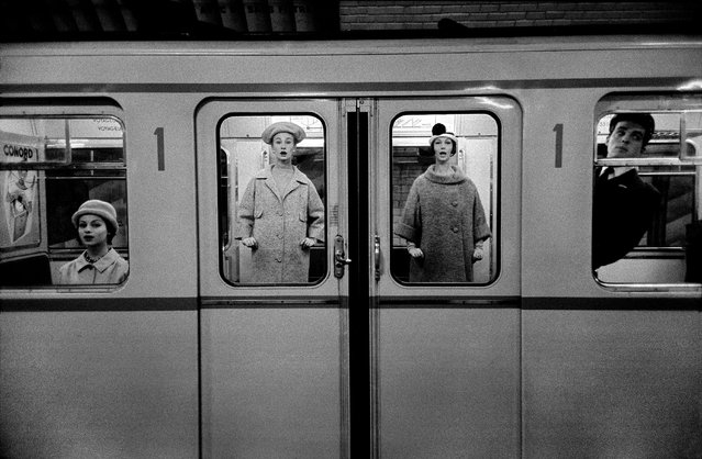 In 2014, Horvat told the Guardian that unlike Robert Doisneau and the so-called humanist photographers's heavily romanticised version of 1950s Paris, he saw the city as it really was: poor and dilapidated. Here: Fashion in the Métro (for Jardin Des Modes), 1958. (Photo by Frank Horvat/The Guardian)