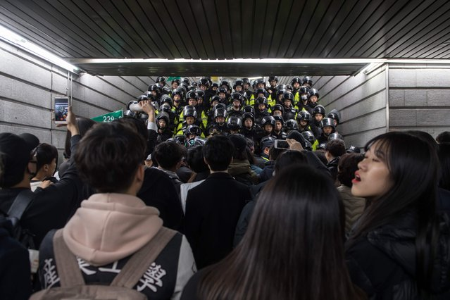 Police block a subway exit during anti-government protest in central Seoul on November 12, 2016. (Photo by Ed Jones/AFP Photo)